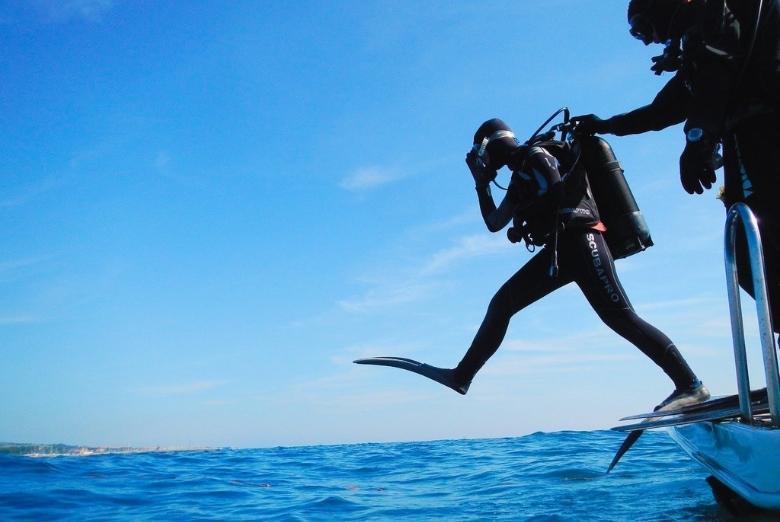 scuba diver giant stride