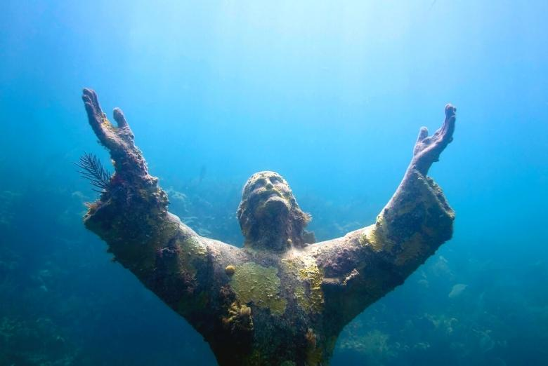snorkeling the christ of the abyss statue in pennekamp state park